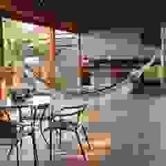 Pergolado gourmet Varandas, alpendres e terraços rústicos por Arquiteta Bianca Monteiro Rústico Madeira Efeito de madeira