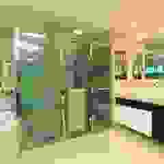 Modern Bathroom by Danielle Valente Arquitetura e Interiores Modern