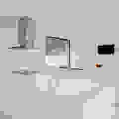 casa BL por HUGO MONTE | ARQUITECTO Minimalista Derivados de madeira Transparente