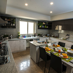 Family Kitchen by Micasa Design Modern