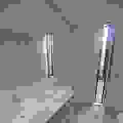 Kunst Architecture & Interiors Modern style bathrooms Bricks White