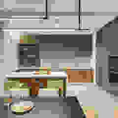 Функциональный дизайн квартиры в стиле лофт и контемпорари Кухня в стиле лофт от Artichok Design Лофт