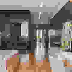 Оригинальная гардеробная в дизайне квартиры Гардеробная в стиле лофт от Artichok Design Лофт Стекло