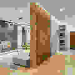 Зонирование квартиры в стиле лофт и contemporary Гостиная в стиле лофт от Artichok Design Лофт Дерево Эффект древесины