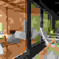 Chambre moderne par Rusticasa Moderne Bois Effet bois