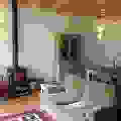 Salon moderne par Rusticasa Moderne Bois Effet bois