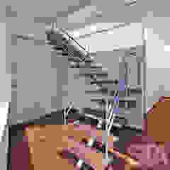 Pasillos, vestíbulos y escaleras minimalistas de Soluciones Técnicas y de Arquitectura Minimalista