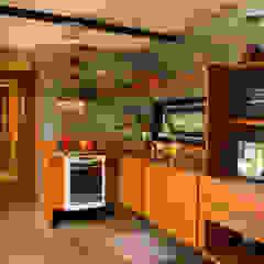 Casa Container por Giselle Wanderley arquitetura Industrial Madeira Efeito de madeira