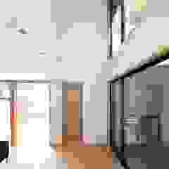 โดย TEKTON | テクトン建築設計事務所 ผสมผสาน ไม้ Wood effect