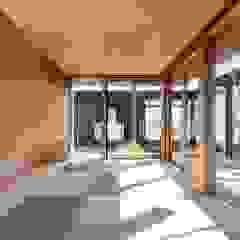by TEKTON   テクトン建築設計事務所 Eclectic لکڑی Wood effect