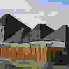 من Lores STUDIO. arquitectos ريفي ألواح خشب مضغوط
