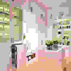 Ping House Ruang Ganti Klasik Oleh w.interiorstudio Klasik
