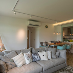 Design & Build: New HDB @ Sumang Link (Eclectic) Eclectic style living room by erstudio Pte Ltd Eclectic