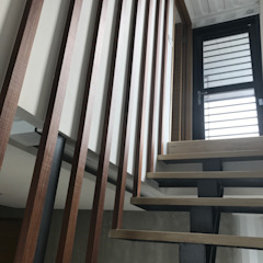Industrial corridor, hallway & stairs by 石方室內裝修有限公司 Industrial