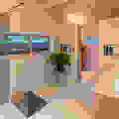 Patio House Minimalistische badkamers van Bloot Architecture Minimalistisch Kunststof