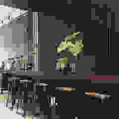 Bar stool Spasi Architects Gastronomi Gaya Industrial Besi/Baja Black