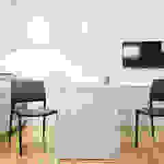 por A4MANI - Interior & Architecture Moderno Derivados de madeira Transparente