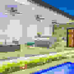 minimalist style balcony, porch & terrace by S2 Arquitectos Minimalist