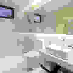 現代浴室設計點子、靈感&圖片 根據 MIA Design Studio 現代風