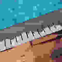 por Viú Architettura Mediterrânico Madeira Acabamento em madeira