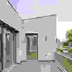 Balcon, Veranda & Terrasse modernes par ZHAC / Zweering Helmus Architektur+Consulting Moderne Bois Effet bois