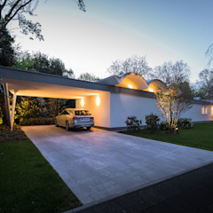 Mid-Century Bungalow من Corneille Uedingslohmann Architekten تبسيطي