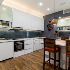 Gera Green Modern study/office by Rita Mody Joshi & Associates Modern Engineered Wood Transparent