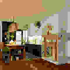 """SEASON AVENUE, ĐẠI LỘ 4 MÙA - """"MÙA HẠ MIỀN NHIỆT ĐỚI"""" by Green Interior Tropical انجینئر لکڑی Transparent"""