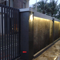Tropical style doors by PT.Matabangun Kreatama Indonesia Tropical