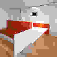 ADAPTEYE Minimalist dining room