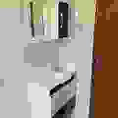 Guedes e Menezes Arquitetura + Engenharia Modern bathroom Ceramic White