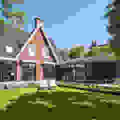 Casas estilo moderno: ideas, arquitectura e imágenes de By Lilian Moderno