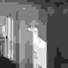 모던 빈티지 스타일의 따뜻한 집, 방배동 신호 나이스 38평 미니멀리스트 아이방 by 홍예디자인 미니멀