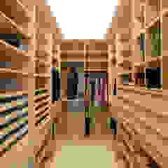 Moradia Foz do Douro Closets modernos por NVE engenharias, S.A. Moderno