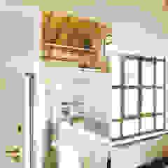 Appartamento 65 mq. DELFINETTIDESIGN Ingresso, Corridoio & Scale in stile moderno Legno Bianco