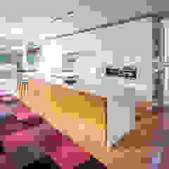 Avenue Road Residence Modern kitchen by Flynn Architect Modern