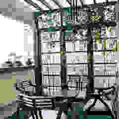 Apartment balcony in Southwest Delhi Modern garage/shed by Grecor Modern