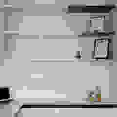 Eightytwo Minimalist study/office Wood White