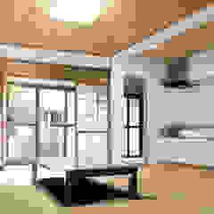 Moriguchi House Salas de estar asiáticas por AMALGAMA Asiático Madeira Acabamento em madeira