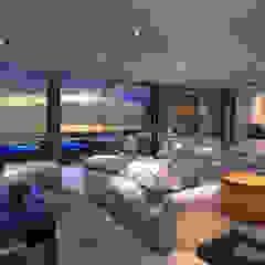 CASA JA1 - Moradia no Estoril - Projeto de Arquitetura Salas de estar modernas por Traçado Regulador. Lda Moderno Pedra