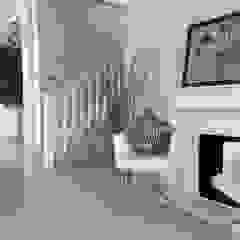 Evergreen Luxurious Living House, Medan City Ruang Keluarga Tropis Oleh Lighthouse Architect Indonesia Tropis