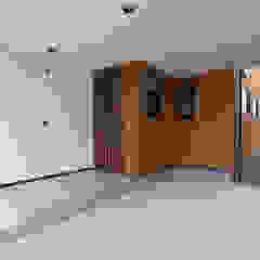 Scandinavian style garage/shed by 株式会社アーキトラスト Scandinavian