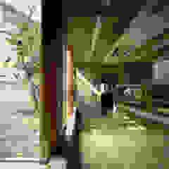 路地が巡る家 モダンデザインの ホームジム の 株式会社 ギルド・デザイン一級建築士事務所 モダン コンクリート
