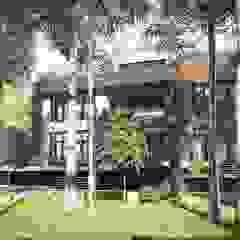 Y.F.architects Minimalist house