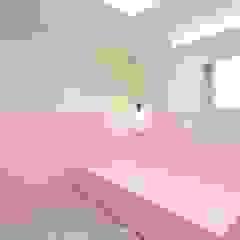 호텔 부럽지않은 심플하고 럭셔리한 집, 48평 아파트 리모델링 미니멀리스트 아이방 by 홍예디자인 미니멀