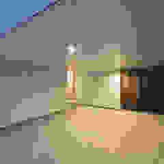 Garajes escandinavos de 一級建築士事務所 Atelier Casa Escandinavo