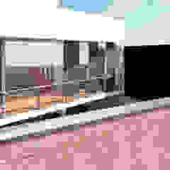 Vivienda unifamiliar 2 Puertas y ventanas minimalistas de TECTONICA STUDIO SAC Minimalista