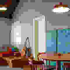 Residência KES Salas multimídia ecléticas por Bloco Z Arquitetura Eclético