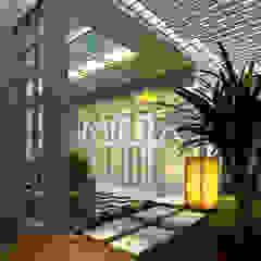 por Maxima Studio Medan Interior Design & Arsitek Tropical