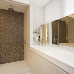 Tregunter Tower Modern bathroom by Clifton Leung Design Workshop Modern